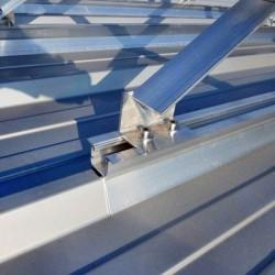 EH kritina Hosekra, streha model T4 srebrne barve, uporabljen landscape postavitev in na severni strani trikotniki. OŠ Oplotnica.