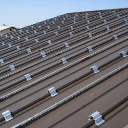 Podrobni pogled strehe pripravljeno za namestitev sončnih celic