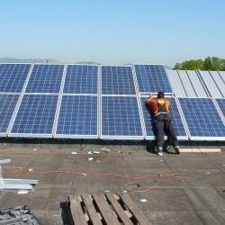 Sončna elektrarna montaža panelov