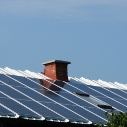 Sončna elektrarna - sončni paneli na hiši