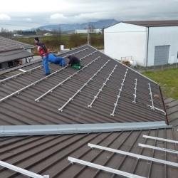 Priprava za sončno elektrarno na hali podjetja Hosekra
