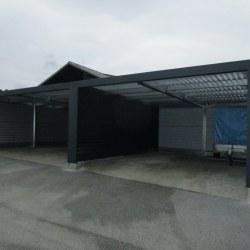 Široka antracit dvojna garaža, rolo vrata