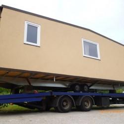 Magnolija - mobilna hiša Hosekra čakajoča na prevoz.
