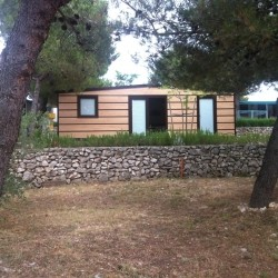 Mobilna hiška z imitacijo lesa