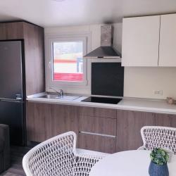 Notranjost mobilne hiške - kuhinja