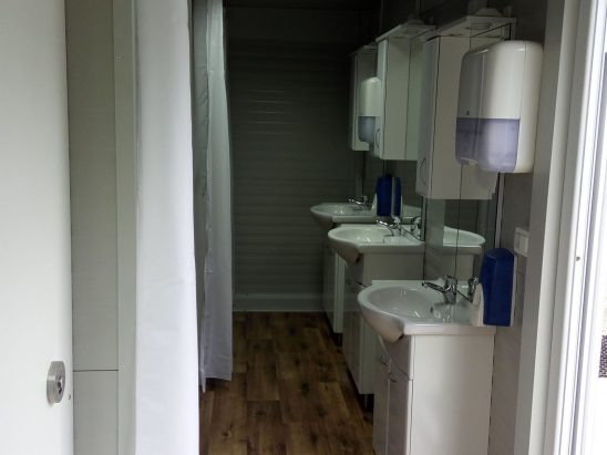 sanitarni kontejner notranjost