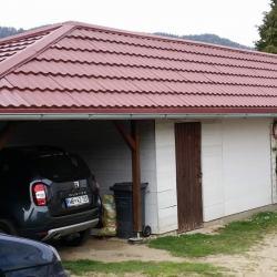 Hosekra gladka  rdeča streha z naddtreškom
