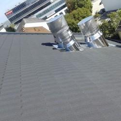 Streha na hotelu Wels Hosekra peskana