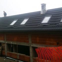 Hosekra strehe uporabljene pri integraciji z fotovoltaičnimi moduli za sončno elektrarno