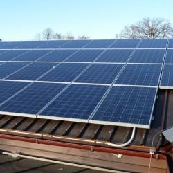 Sončni paneli na hali podjetja Hosekra
