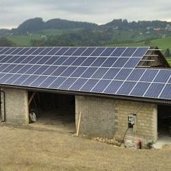 Montaža sončne elektrarne na strešno kritino Hosekra Valmetal