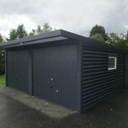 Dvojna antracit garaža z oknom