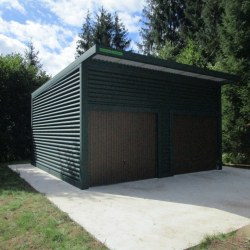 Visoka dvojna garaža zelena