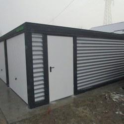 Dvojna garaža z dodatnimi vrati