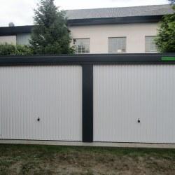 Garaža za dva avtomobila z dodatnimi okni