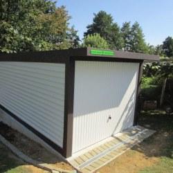 Enojna garaža rjavo bele barve - stranski pogled