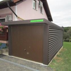 Enojna rjava garaža ob hiši