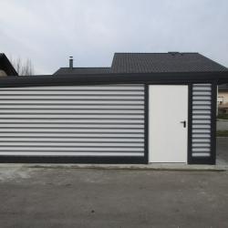 enojne_garaze_z_nadstreskom_nad_vrati_dodatna_stranska_vrata
