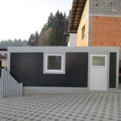 enojana_garaza_z_oknom_in_vrati