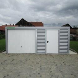 Široka enojna garaža z vrati