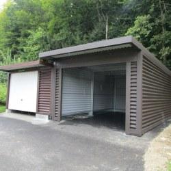 Dve enojni garaži skupaj