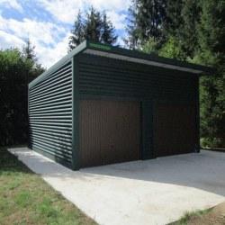 Visoka dvojna garaža z nadstreskom