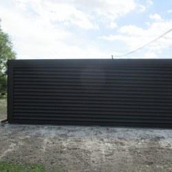 Manjša garaža z večjim nadstreškom