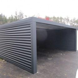 Garaža z velikimi rolo vrati
