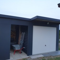 Lopa Hosekra antracit, dodana k obstoječi garaži. Lokacija Fram.