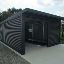 Antracit široka garaža z dodatnimi vrati
