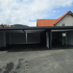 Dvojna garaža z dodatno garažo