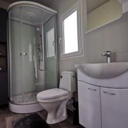 Kopalnica v mobilni hiški EKO+