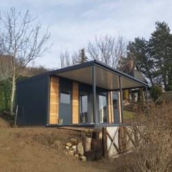 Hiška EKO z nadstreškom in teraso