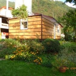Hosekra mobilna hiška Magnolija, postavljena v Tolminu.