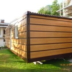 Hosekra mobilna hiška Magnolija, s fasado imitacije lesa.