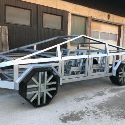 Konstrukcija avtomobil - izdelano iz jeklenih profilov Hosekra