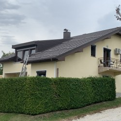 Kritina Hosekra gladka rjava - streha