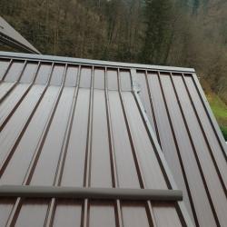 Strešna kritina paneli na stanjovanjskem objektu